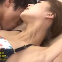 貧乳美人OLの神波多一花ちゃんは腋舐めで激しく感じてしまう