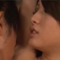 両手バンザイさせられワキのニオイを嗅がれ恥ずかしがる矢野沙紀ちゃん