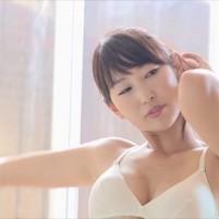 グラビアアイドル市川みきちゃんの白くて奇麗なワキを高画質で!