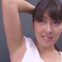 AV女優 二宮ナナの超ドアップ接写ジョリワキ!ちょこっとだけ伸びたワキ毛を毛抜きで抜いちゃう!