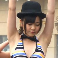 水着姿のAKB岩田華怜の白くてキレイなツルワキが最高にエロい!