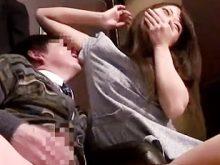まだ新人の木崎実花ちゃんが個室ビデオ屋でナンパした客にワキの匂いを思いっきり嗅がれて照れまくる!