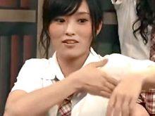 さや姉ことNMB48山本彩がワキ汗を拭った手を臭う!