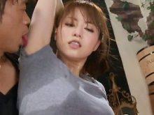 高画質!吉沢明歩ちゃんが超ワキ汗びっしょりになってるワキの下の臭いをかがれワキ舐めされて恍惚の表情!