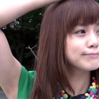 高画質で見てもきれいなツルワキをしているアイドルPASSPO☆の奥仲麻琴