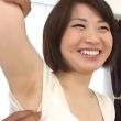 両ワキ全開なワキチェックで剃り残しを指摘されて恥ずかしそうにするショートカット美少女!