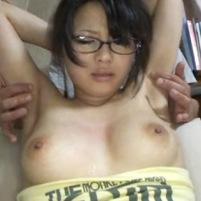 ジョリワキな榮倉奈々ちゃん似のメガネ美少女がワキを弄られワキ毛を剃毛される!