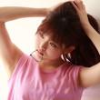 【高画質】毛穴の質感まで分かる!無修正なワキの下を全開にしてる乃木坂46の松村沙友理