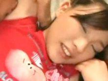 新垣◯衣似の美少女がワキ舐めされて最初は恥ずかしそうなのにどんどん気持ちよさそうな表情に!