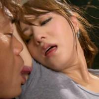 吉沢明歩ちゃんが超ワキ汗びっしょりになってるワキの下の臭いをかがれワキ舐めされて恍惚の表情!