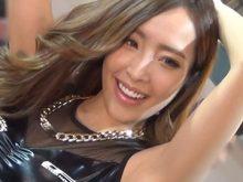 【高画質】笑顔で両ワキを見せつけてくるツルワキコンパニオン!東京オートサロン2015