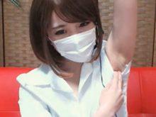 ライブチャットで処理の甘いジョリワキを披露するAKBみたいな衣装を着た美少女