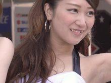 【高画質ワキフェチ動画】カメコにリクエストされてワキ全開にするはめになった八重歯のかわいいセクシーキャンギャル 全日本ロードレース2015