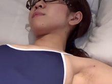 【高画質ワキフェチ動画】見事なまでに剃り残しのあるジョリワキを撮影されてしまったスク水コスの素人