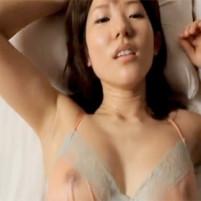 ワキ汗で濡れたワキの下を全開にしながらハメられる着えろあいどる川奈栞