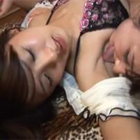 ワキの下をナメ合うレズビアンプレイでイキ声出しまくりな夏目優希と岩佐あゆみ