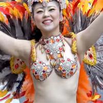 セクシーに踊るサンバダンサーの生ワキが非常にエロい!