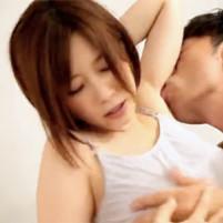 お互い求め合うようなエロいベロチューからワキ舐めされて感じまくる菅野さゆき