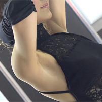 【高画質ワキフェチ動画】セクシーポーズでワキの剃り跡が結構目立っちゃったセクシーキャンギャルがエロすぎ! 大阪オートサロン2016