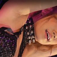 ゴーゴーダンスでエロいワキの下がしっとり濡れてそうなセクシーダンサー