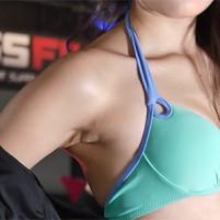 【高画質ワキフェチ動画】毛穴の質感が卑猥過ぎるワキマンコを晒してしまったセクシーキャンギャル