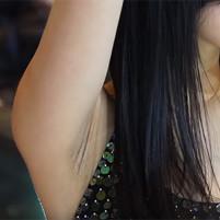 【高画質ワキフェチ動画】色白なのに黒ずんでしまったジョリワキを晒す羽目になった激カワキャンギャル 名古屋オートトレンド2016