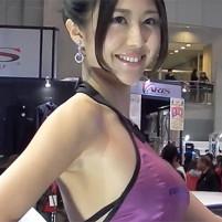 【高画質ワキフェチ動画】キレイなお姉さんはワキの下も綺麗なツルワキ 東京オートサロン2016