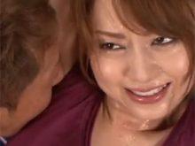 でっかい汗染みができるほどワキ汗をかいた吉沢明歩がワキ舐めされてメチャ恥ずかしがる