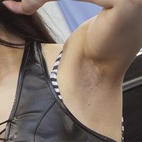 【高画質ワキフェチ動画】こんなキレイなキャンギャルのワキの下が汚いジョリワキだなんて信じられますか!?