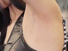 剃り残しのあるジョリワキを公衆の面前で晒してしまった美人キャンギャル