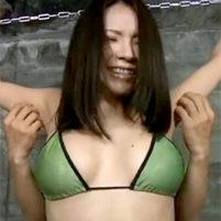 水着姿で拘束されてワキの下をむちゃくちゃにくすぐられて悶絶する素人美女達