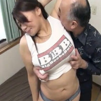 ワキ見せポーズで隙を見せたからジョリワキをワキ舐めされて恥ずかしいのに感じちゃう杏美月