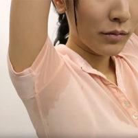 【高画質ワキフェチ動画】テニスをしてジョリワキに汗をかいて汗染みまで作っちゃった美女