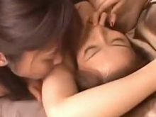 レズプレイでワキの下を執拗にワキ舐めして感じさせるセクシー美女