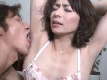 ワキの下をベロベロワキ舐めされて感じまくる41歳の矢部寿恵