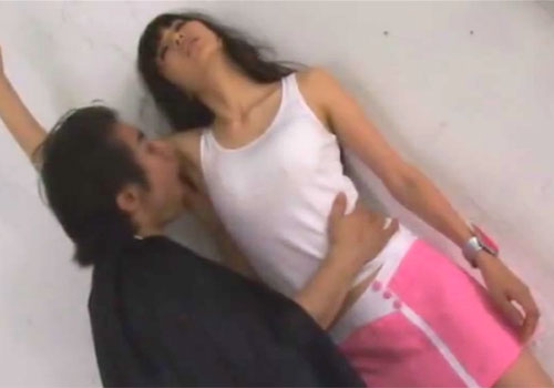 悪の手先に捕まった特撮ヒロインが臭いワキの下の匂いを嗅がれワキ舐めされて犯される