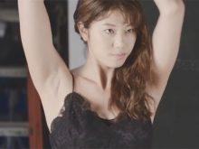 CM撮影でムッチリした卑猥なワキの下を全開にする稲村亜美