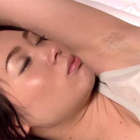 娘の家庭教師の杏子ゆうのジョリワキに発情してしまいワキ舐めからのワキ射!