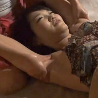 【高画質ワキフェチ動画】エステのリポートでワキの下を重点的に責められくすぐったいのを必死に我慢する美女