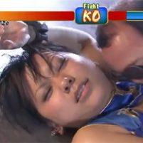 汗だくになった格闘ヒロインがワキの下をワキ舐めされて陵辱される