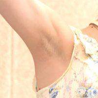 【高画質ワキフェチ動画】色白だからワキの剃り跡が青いのがよく目立ってしまうアイドルグループ「ココトラ.」の利波里奈