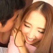 臭いワキのニオイを嗅がれそのままワキ舐めされて演技を忘れて照れる友田彩也香