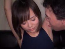 ワキ舐めされて恥ずかしいのに感じちゃうスク水姿の女子