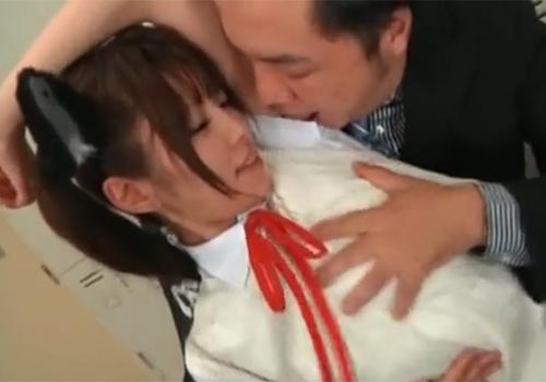 激カワコスプレ娘の湿ったワキの下を無理やりワキ舐めさせていただく