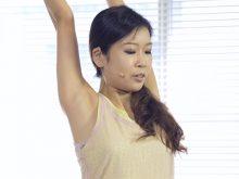 【高画質ワキフェチ動画】ヨガインストラクターのお姉さんのワキの下にドキッ!