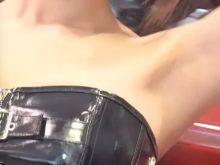 【高画質ワキフェチ動画】全くスキのないツルワキを披露してくれる美形キャンギャル