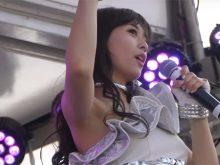 【高画質ワキフェチ動画】ステージの上で派手にワキ見せして踊るアイドル