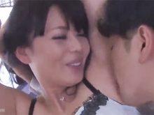 ワキの下をねっとりとワキ舐めされて笑顔であえぐ三浦恵理子