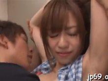 ワキ汗をかいたワキの下を舐められて恥ずかしいはずなのに感じちゃう瑠川リナ