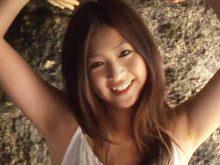 グラドル・女優の佐山彩香ちゃんがワキ全開でキレイに処理された腋を惜しげもなく披露!